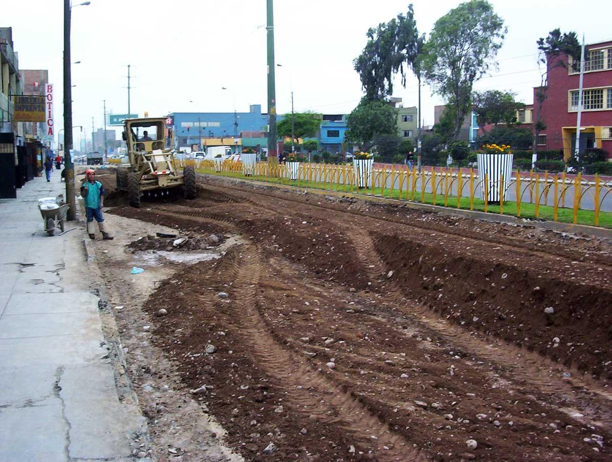 Asfaltado y Pavimentación de las cuadras 15,16 y 17 de la Av. Angamos