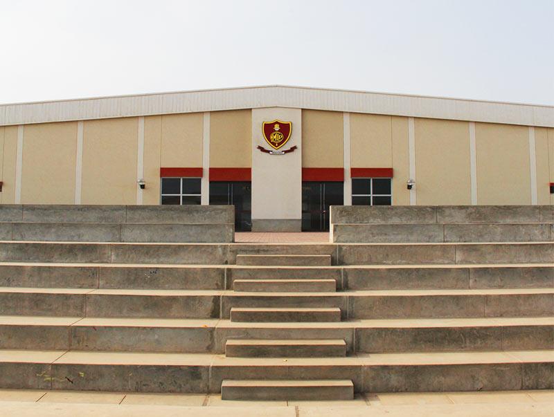 Coliseo polideportivo y piscina semiolímpica.